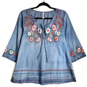 Monoreno Embroidered Chambray Top Floral